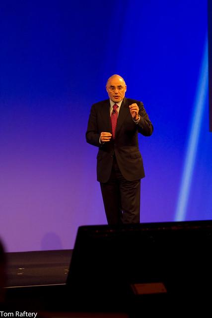 HP CEO L?o Apotheker addressing the HP Summit