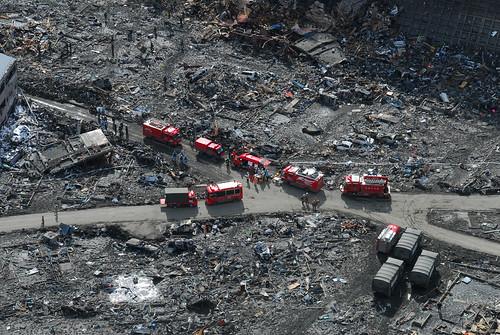 [フリー画像] 社会・環境, 災害, 地震, 津波, 2011年東北地方太平洋沖地震, 日本, 警察・消防, 救援活動・救済支援 201103212300