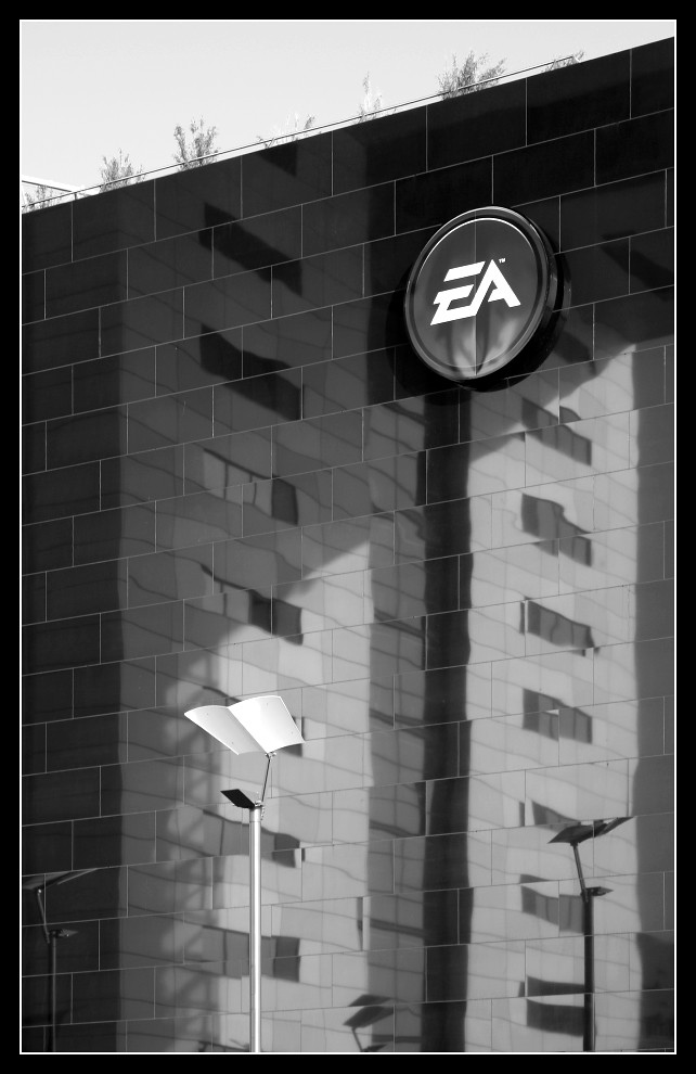 "Electronic Arts ""The Bench"" im Rheinauhafen"