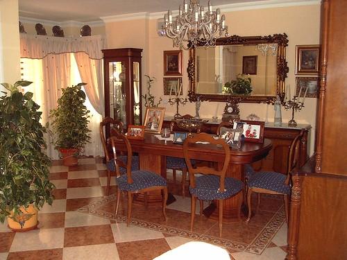 Gran salón comedor. En su inmobiliaria Asegil en Benidorm le ayudaremos sin compromiso. www.inmobiliariabenidorm.com