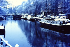 AMSTERDAM 1979 by JS (streamer020nl) Tags: schnee winter snow cold holland cars ice netherlands amsterdam hiver sneeuw nederland tram slide dia scan neige nl 1970s eis 1979 js ijs
