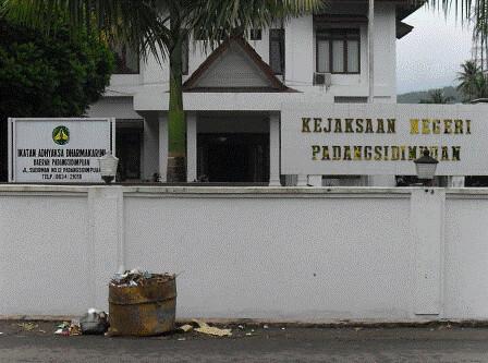5394286935 6282dee9ca Hak Puluhan Tahanan Dirampok : Kejaksaan Negeri Padangsidimpuan Kangkangi KUHAP