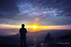 Hutaginjang -DSC_0128 (Johnny Siahaan) Tags: sunset mountains misty clouds sunrise indonesia gunung batak toba laketoba sumatera huta danautoba sumaterautara tobalake matahariterbit tapanuliutara hutaginjang taput johnnysiahaan mataharipagi fotodanautoba fotohutaginjang