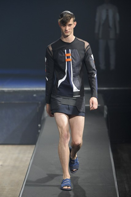 Theo Hall3086_SS11_Paris_Romain Kremer(fmag)