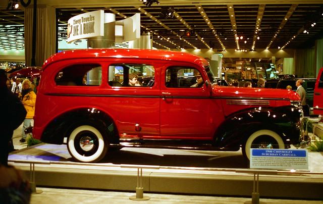 red film 35mm unitedstates antique michigan detroit 1997 naias detroitautoshow northamericaninternationalautoshow 4star ricohxrm 1946chevroletsuburbancaryall privpublic