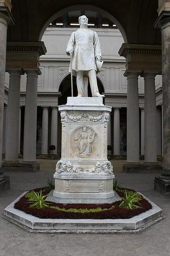 statue at Orangerie