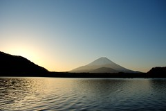 Lake Syoji (morning Mt.Fuji) (peaceful-jp-scenery) Tags: lake sunrise mtfuji yamanashi syoji     fujikawaguchikomachi