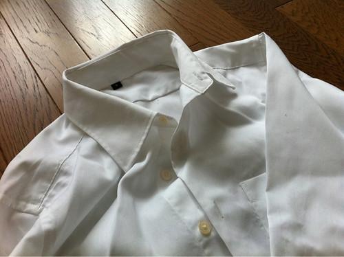 無地良品のセミワイドカラー白シャツ