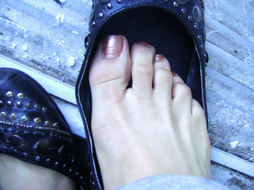 Kiss hot shoes and feet