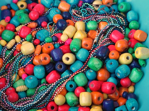 Beads and ball chain necklaces for Frida party