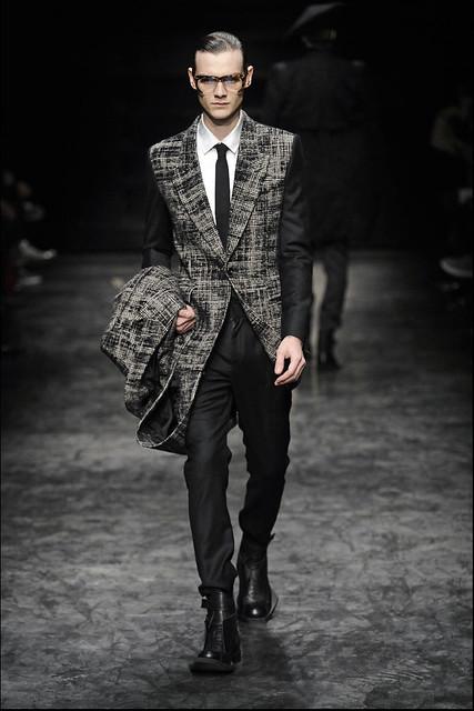 Douglas Neitzke3295_FW11_Paris_Juun J(Simply Male Models)