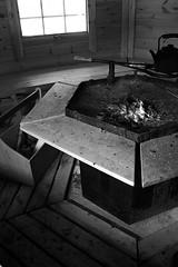 (eeviko) Tags: winter bw white black window fire grey wooden hut ash talvi tuli kota mustavalko maaliskuu kevät ikkuna nuotio mustavalkoinen kahvipannu kevättalvi tuhka nokipannu