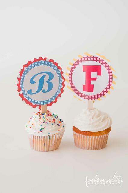on a lark cupcake shoppe fb-0111