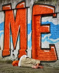 ME ou MÉ? (kassá) Tags: city brazil people urban brasil fantastic pessoas photographer saopaulo gente sãopaulo cité capital metropolis urbano brasileiro urbanscenes paulista sentiments diamant poésie ensaiofotográfico urbanscenery cenaurbana paulistano paulicéia jornadafotográfica fineartphotos saídafotográfica émotions anawesomeshot excellentphotographerawards flickrbr goldstaraward espirits cityofsaopaulo kassá