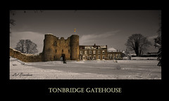 Tonbridge Gatehouse (mini-b) Tags: snow castle canon tcc tonbridge gatehouse winningphoto eos5dmkii tonbridgecameraclub normancaslte publicchoice photoexhibition2011