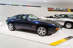 Porsche 928 GTS - 1995 (Perico001) Tags: auto automobil automobile automobiles car voiture vehicle vhicule wagen pkw automotive ausstellung exhibition exposition expo verkehrausstellung autoshow autosalon motorshow carshow muse museum museo automuseum trafficmuseum verkehrsmuseum museautomobile duitsland germany deutschland allemange nikon df 2016 porsche ferdinandporsche zuffenhausen stuttgart oldtimer classic klassiker 928 gts v8 1995 coup granturismo