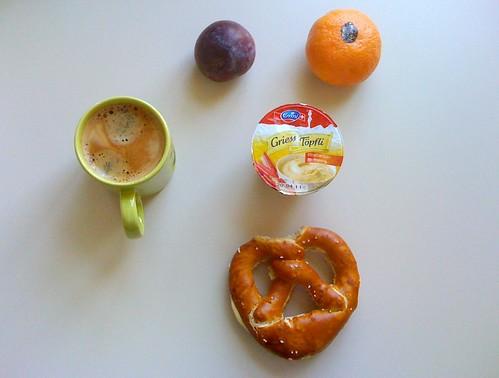 Butterbrezel, Griess Töpfli, Clementine & Pflaume