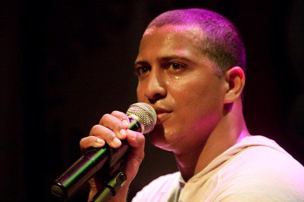 Renato da Rocinha - Em close, no lançamento do CD Qualquer Lugar - Foto Val DiOlyvera