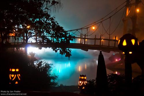 DLP Halloween 2009 - Adventureland on  a Foggy Halloween Night