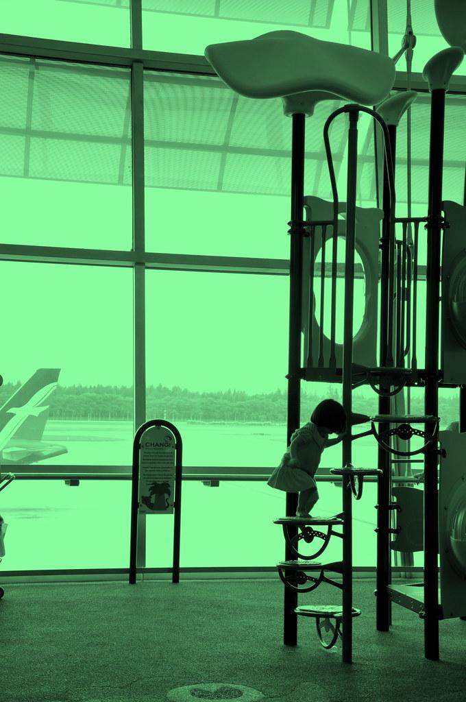 Children playground in the Airport 儿童游乐场在机场 ...