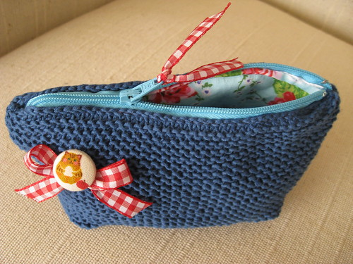 knit zipper pouch :)) by rosaechocolat