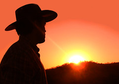 Maverick (osvaldoeaf) Tags: girls friends sunset portrait sky people sun mountain amigos men eye love boys beautiful beauty face hat silhouette backlight rural mouth hair nose dawn evening hands women friend cowboy friendship arms dusk retrato amor farm being mulher country human amour bond donne amizade ser amis relationships amici mujeres humano homem ritratto amicizia amistad filles types hommes femmes amiti feelings hombres uomini muchachos mecs muchachas amor rexpressions