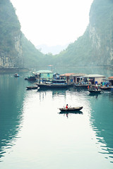 Floating fishing village, Halong Bay (Andrea Schaffer) Tags: cruise girl boat kid asia southeastasia child cliffs unescoworldheritagesite vietnam limestone april rowing rowboat halongbay  karsts 2011 vitnam  socialistrepublicofvietnam   canon450d canonefs1755mmf28usm baitulong floatingfishingvillage hlongbay cnghaxhichnghavitnam vungvieng indochinajunk 2days1night princeii  vongvieng vngving