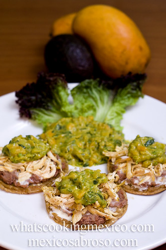 Chicken sopes with Mango guacamole