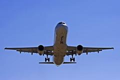 Aterrant - Aterrizando - Landing (McGuiver) Tags: barcelona canon fly airplanes landing aviones avions aterrizando barcelonaairport sigma70200 canoneos400d aterrant aeropuertobarcelona aeroportbarcelona
