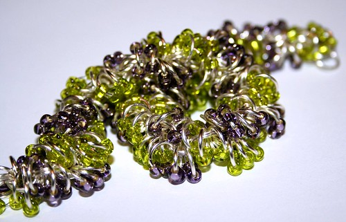 Beaded shaggy loops bracelet