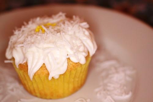 Daisy cupcake, take one