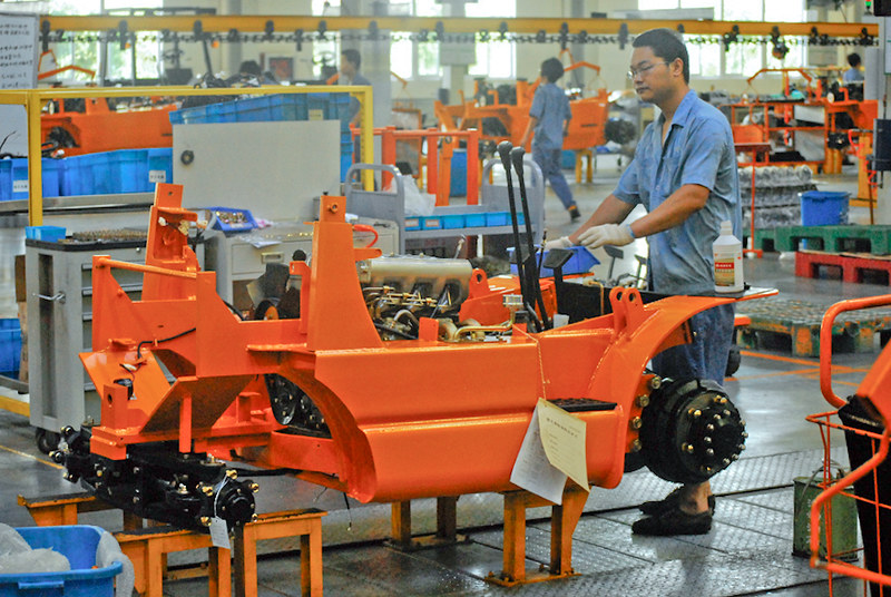wózki widłowe w fabryce