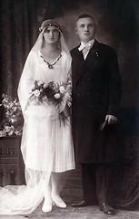 wedding 1926 (Frollein Eichblatt) Tags: old 1920s wedding vintage groom bride veil antique flapper bridegroom hochzeit twenties braut fiancé bräutigam