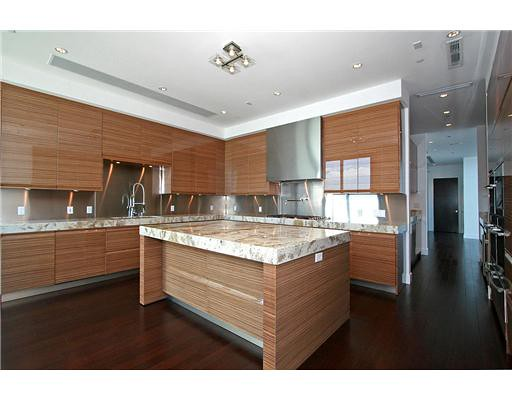 Apogee Penthouse Kitchen