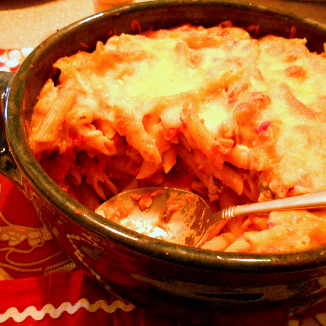 "Baked pasta with vegetarian ""meat"" sauce"