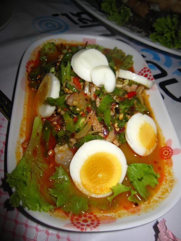 Winged bean salad (yam tùa ploo ยาํา ถวั่ พลู)