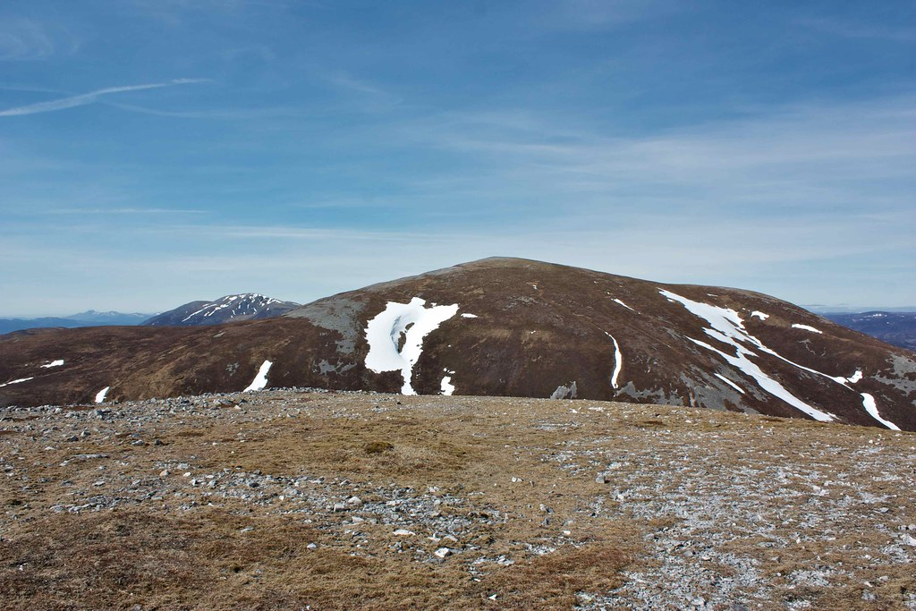Carn an Righ from the east