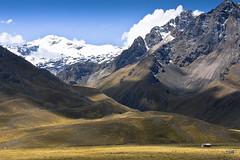 Mountains at La Raya (doveoggi) Tags: snow mountains peru landscape la cusco paisaje paisagem abra andes raya montanhas montañas puno 5124 laraya the4elements