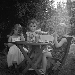 Tea time (Ysalis.net) Tags: blackandwhite white black 120 6x6 film kids analog square time tea kodak mat 124g medium format t400cn yashica