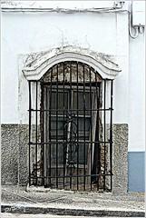 La ventana que quiso ser puerta, o la puerta que consigui ser ventana. (pibepa) Tags: espaa fotosencadenadas ventana spain espanha eu andalucia panasonic finestra cadiz janela fachada espagne fentre spanien spagna spanje iberia spania  hispania medinasidonia spagne 2011  hispanio   lumixtz5 dmctz5 detalhesemferro pibepa mayo201