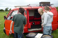Van showing off his wares (duncanamps) Tags: bedford wiltshire calne bedfordrascal clairegreen shelleyrevitt rascalenthusiasts 201106calne