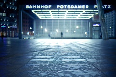 Nach dem Regen (96dpi) Tags: berlin wet rain station night 50mm prime nacht sigma bahnhof outoffocus regen nass gettygermanyq2