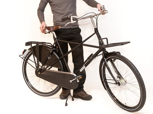 Workcycles-assembling-bike-from-box 18
