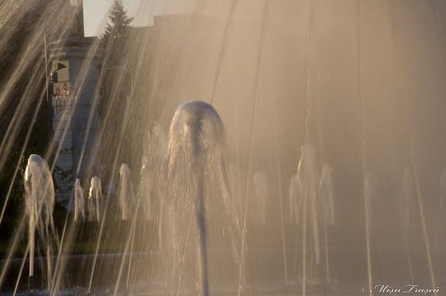 apa in soare
