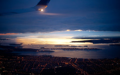 Leaving NY during sunrise (Chris Arnade) Tags: newyorkcity sunrise airport bronx airplanes laguarida chrisarnade