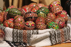 Paste Fericit - Joyeuses Paques - Felices Pascuas - Happy Easter! (romaniashots) Tags: colors easter basket paste pascua romania eggs tradition bucharest bucuresti paque villagemuseum paintedeggs romaniashots fericit pastefericit