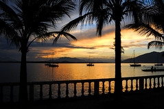 Sunset in Guaraquecaba (Carlos Porto) Tags: sunset seascape boats bay coconut coco sailboats coconuttrees guaraquecaba