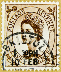 stamp GB 5p pence 5d wilding lightbrown brown queen QEII elisabeth royal pence penny queen elizabeth england uk great britain united kingdom postage revenue porto timbre bollo sello marke briefmarke stamp Windsor (stampolina) Tags: uk greatbritain ladies portrait england postes women elizabeth unitedkingdom stamps 5 retrato royal queen stamp porto windsor crown portret timbre ingiltere commonwealth postage franco qeii  queenelizabeth anglia selo bolli queenelisabeth  sello wilding grossbritannien queenelizabethii  briefmarken  markas   francobollo grandebretagne frimrker portr granbretaa timbreposte francobolli bollo  pullar  queenelisabethii znaczki      grbretanha frimaerke  timbru   commonwealthofnations   yupio  blyegek postacreti postestimbres