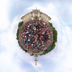 Royal Planet (edwardhorsford) Tags: chris wedding party panorama london statue mall jack little kate union crowd royal william palace panoramic celebration catherine national planet buckingham stitched coronation monopod stereographic hugin