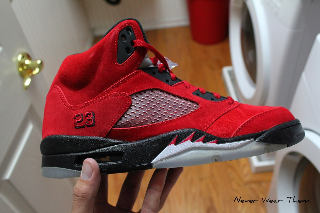 buy online 3f9cd d6240 (Never Wear Them) Tags  red black 5 air bull nike jordan v suede